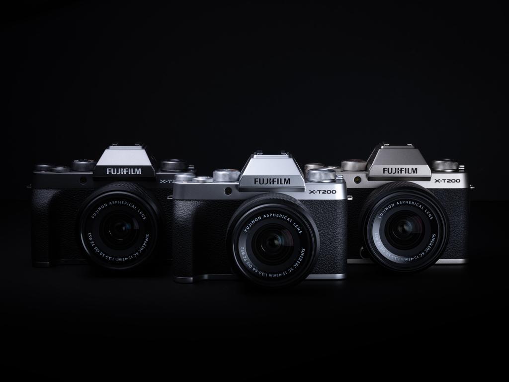 Tři barevné varianty Fujifilm X-T200